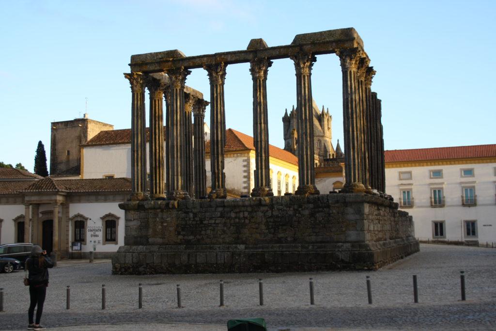 Itinéraire au Portugal Hors des Sentiers Battus | Temple Romain d'Évora