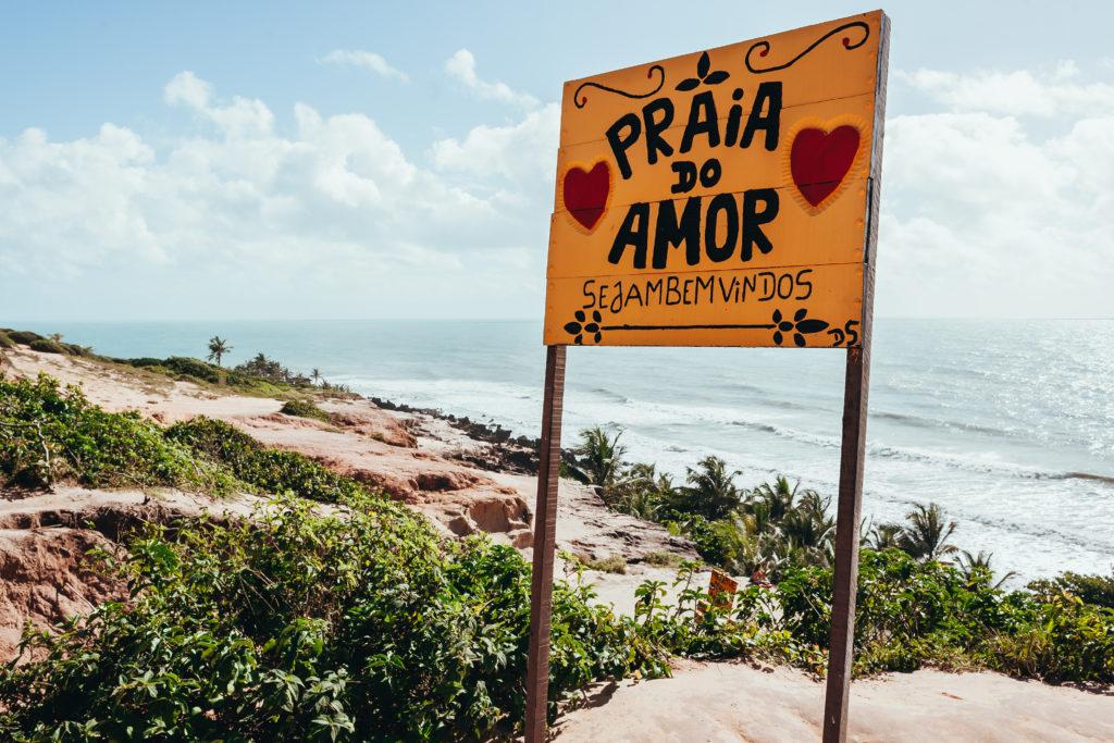Panneau de bienvenue à Praia do Amor, Pipa, Brésil