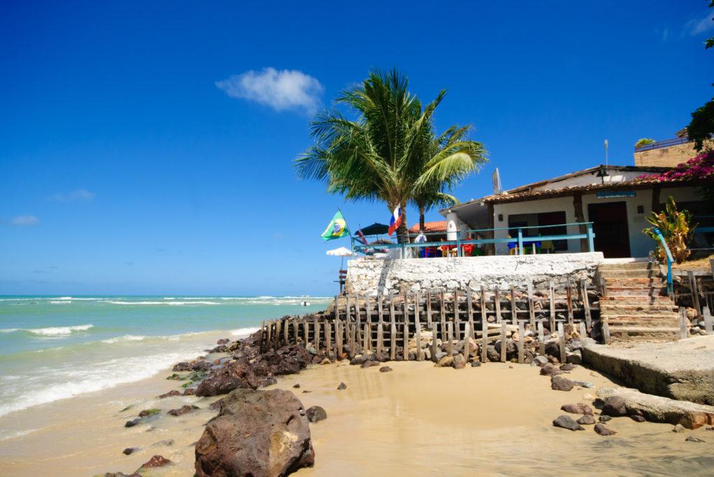 Restaurant de plage à la plage de Pipa au Brésil