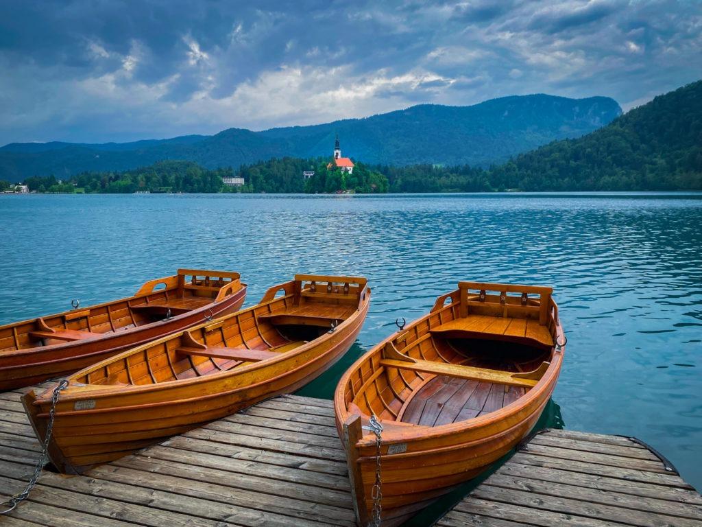Barques sur le lac de Bled